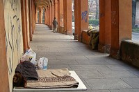 Povertà, elemosina, senza tetto