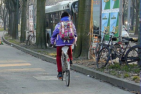 Studente in bici, ragazzo