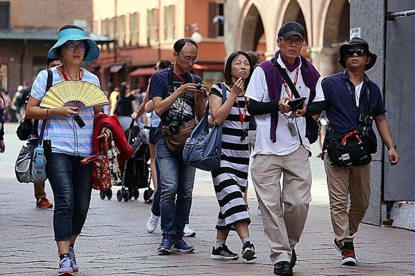 Turisti stranieri, orientali, turismo