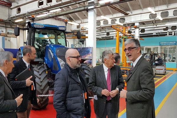 Bonaccini inaugura Argo Tractors nel reggiano