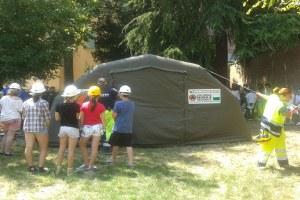Protezione civile, campo con bambini