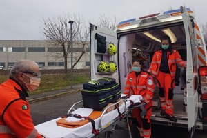 Coronavirus volontari Anpas barella ambulanza
