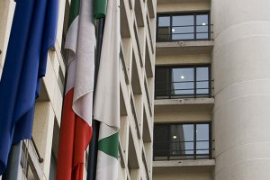 Sede Regione, bandiere italiana, europea