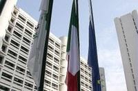 Sede della Regione, bandiere all'ingresso