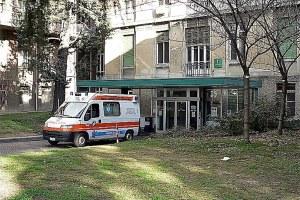 Ambulanza nei pressi di un ospedale