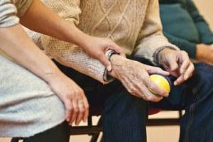 Anziani, anziano, fragilità, assistenza