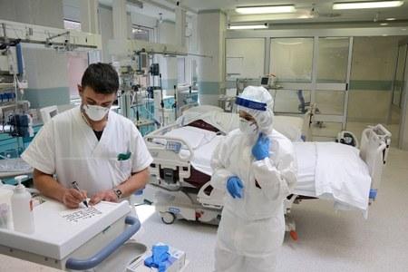 Coronavirus, terapia intensiva, medici, infermieri