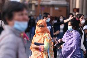 Coronavirus, strada, donne, mascherine