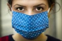 coronavirus ragazza mascherina