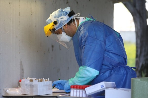 Coronavirus, tamponi, infermiere