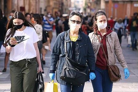 Coronavirus, fase 2, persone, passeggio, folla, gente