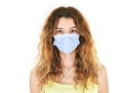 Donna su sfondo bianco, coronavirus