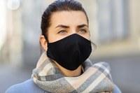 Coronavirus, donna con la mascherina (1)