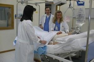Medici ospedale lettino paziente