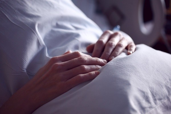 Paziente donna, letto, ospedale
