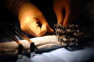 Bisturi, chirurgo, sala operatoria
