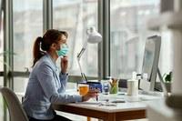 Coronavirus, fase 2, donna al lavoro con mascherina