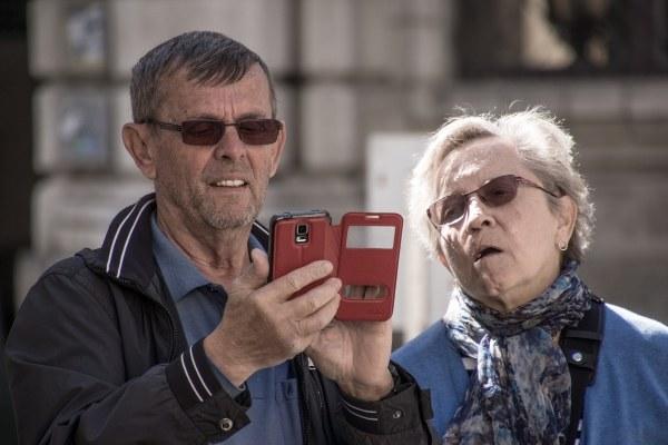Anziani, cellulare, digital divide