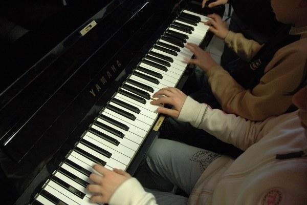 scuola musica, ragazzi, piano