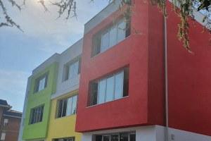 Facciata dello stabile che ospita le aule delle scuole Paradisi - Levi di Vignola