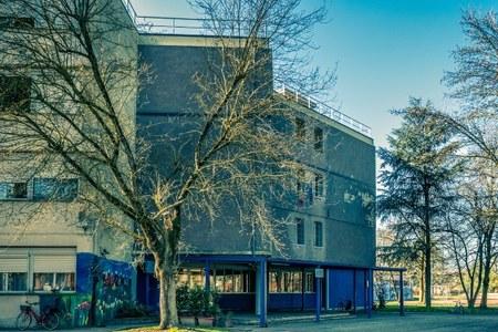 """Scuola media """"Bagnoli"""" di San Pietro in Casale, riqualificata con mutui Bei"""