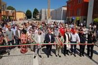 Ricostruzione, inaugurazione piazza Primo maggio, a Novi di Modena