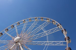 Ruota panoramica luna park giostra divertimento tempo libero turismo
