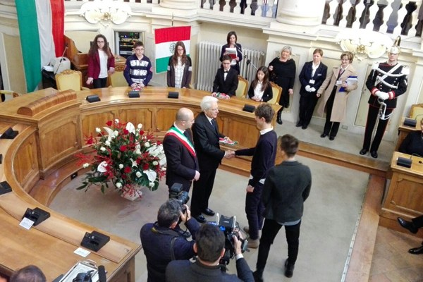 Mattarella e Vecchi nella sala del Tricolore