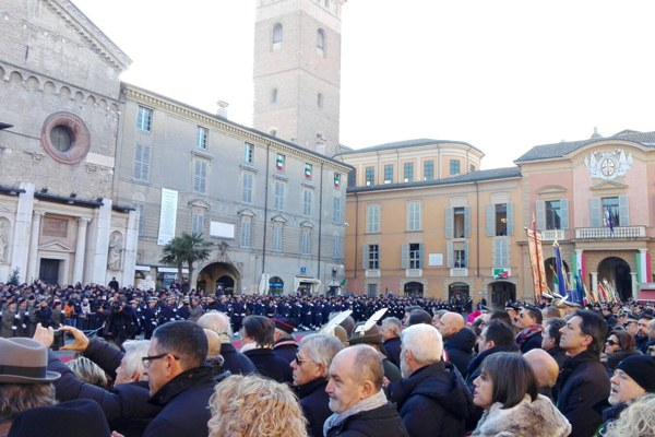 Persone in Piazza Prampolini