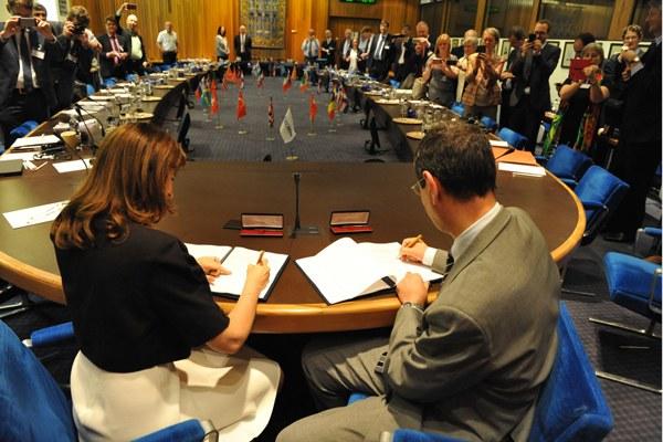 Il direttore generale dell'ECMWF, Florence Rabier e il colonnello Silvio Cau, capo del Servizio Metereologico italiano 1