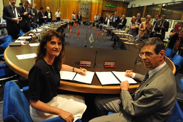 Il direttore generale dell'ECMWF, Florence Rabier e il colonnello Silvio Cau, capo del Servizio Metereologico italiano 2