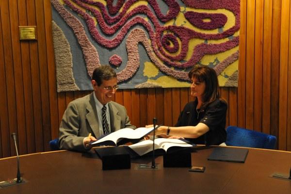 Il direttore generale dell'ECMWF, Florence Rabier e il colonnello Silvio Cau, capo del Servizio Metereologico italiano 3