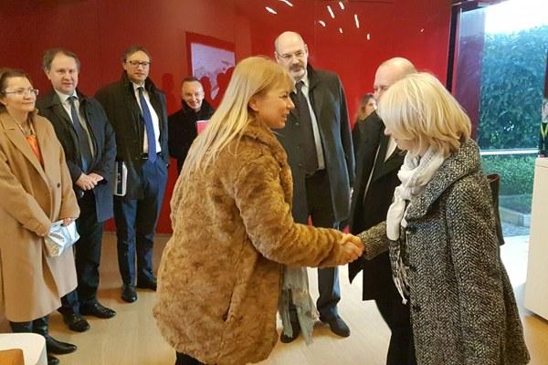 Il commissario Ue Bienkowska e l'assessore Costi