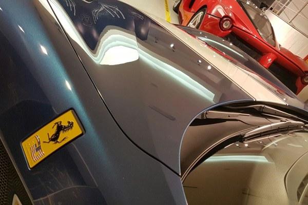 Un particolare della Ferrari