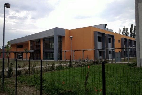 Scuola di Bondeno esterno