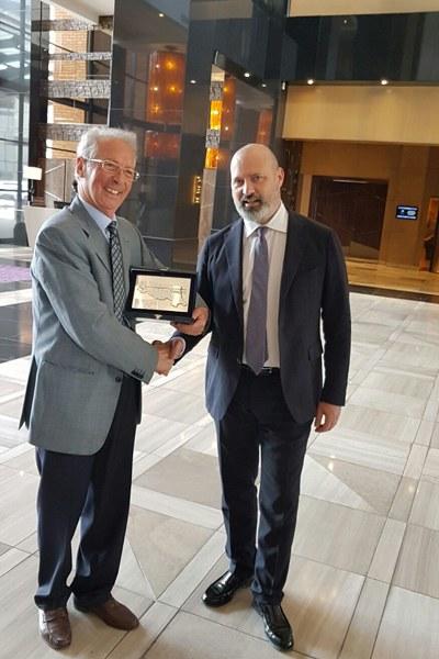 Bonaccini con il presidente della Consulta degli Emiliano-Romagnoli in Sudafrica, Emilio Coccia