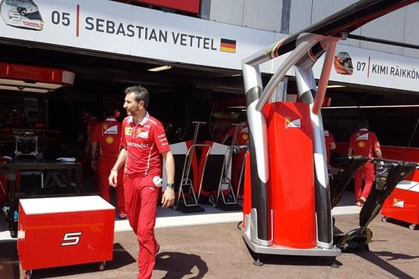 Il box di Vettel - 1