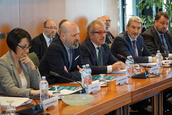 Petitti, Bonaccini e Maroni al tavolo Autonomia