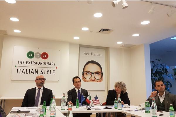 Bonaccini con Maurizio Forte (Ice) e l'assessore Simona Caselli all'incontro con gli investitori istituzionali all'Ice