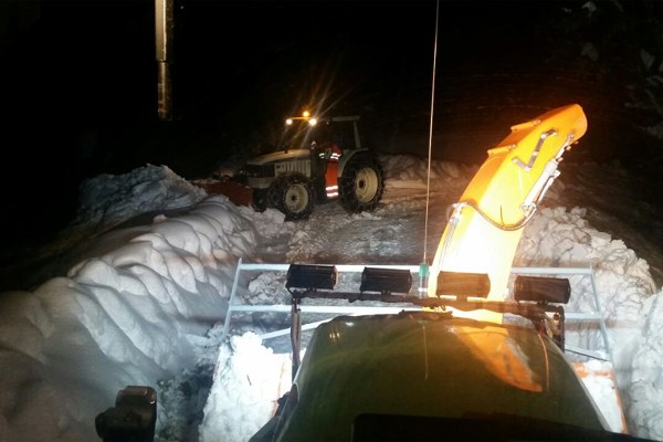 19 gennaio, operazioni per liberare le strade dalla neve