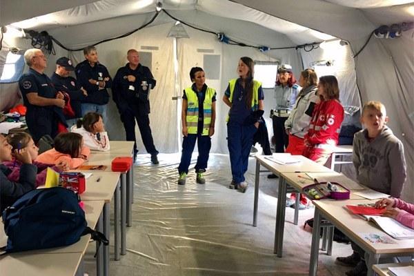 22 settembre 2016, incontro con i bimbi della scuola di Montegallo per presentare i volontari del campo