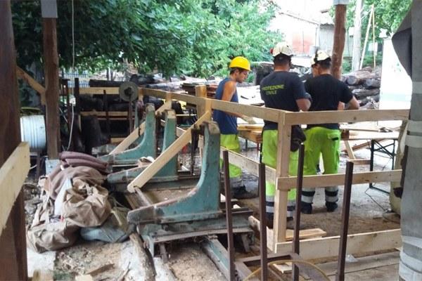 31 agosto 2016, messa in sicurezza delle attrezzature di falegnameria in vista della pioggia