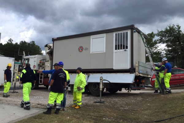 6 settembre 2016, posizionamento di un nuovo container