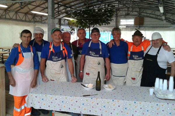 9 settembre 2016, gli alpini di Modena al lavoro in cucina