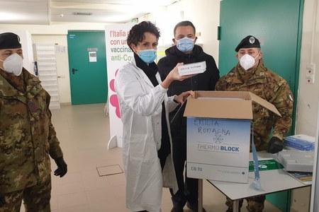 Vaccine day in Emilia-Romagna, l'arrivo del vaccino a Bologna