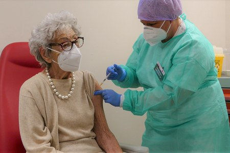 Vaccino anti-Covid19 agli over80: i primi vaccinati