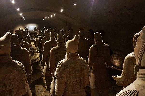 """I Guerrieri di Terracotta della """"Cina Millenaria"""" nei sotterranei del Castello di San Pietro in Cerro (Pc)"""