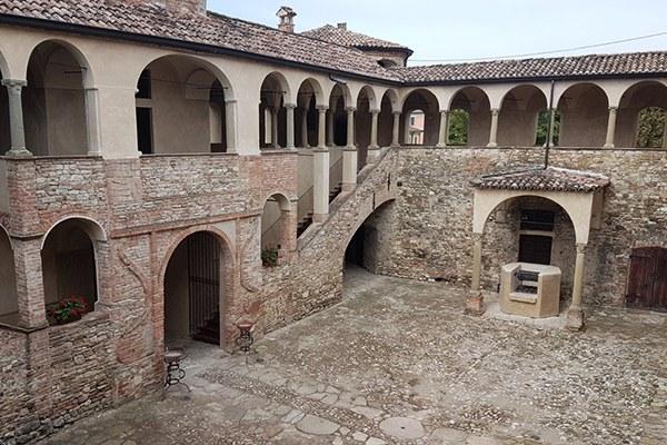 Interno della Rocca di Agazzano (Pc)