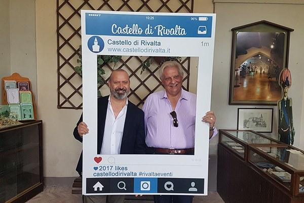 Stefano Bonaccini con Orazio Zanardi Landi, presidente del Circuito Castelli del Ducato nel Castello di Rivalta (Pc)