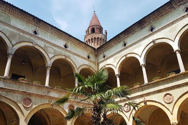 Veduta dal cortile del Castello di Rivalta (Pc)